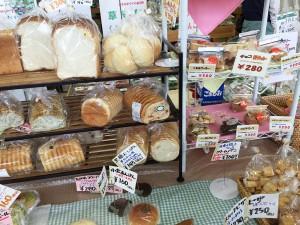 手作りのパンやバウムクーヘン