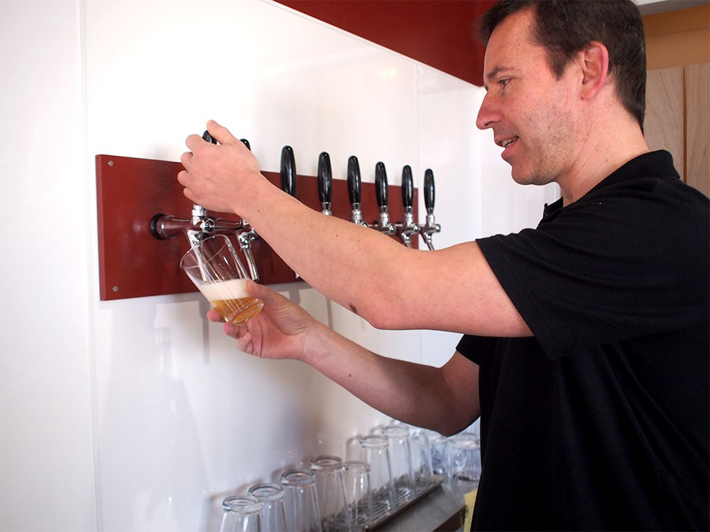 クラフトビール醸造所兼レストランバーの「EBINA BEER エビナビール」タップ