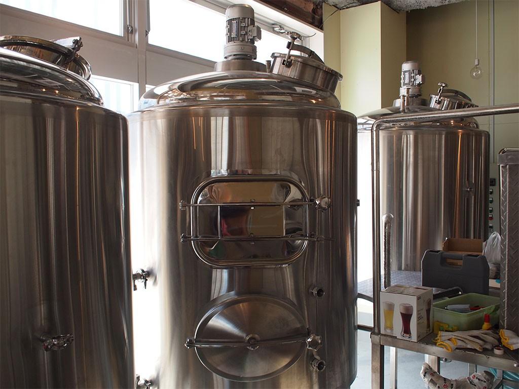 クラフトビール醸造所兼レストランバーの「EBINA BEER エビナビール」醸造所