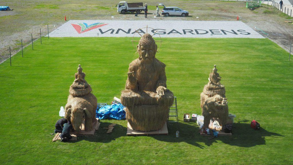 5mのわらアート「釈迦三尊像」