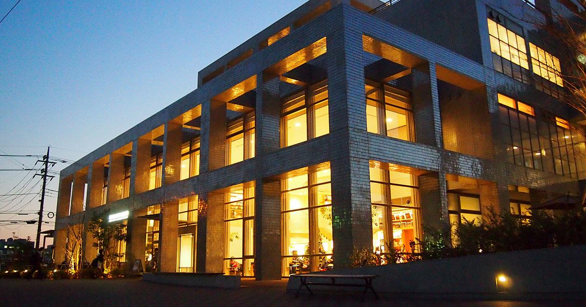 中央図書館 夕景