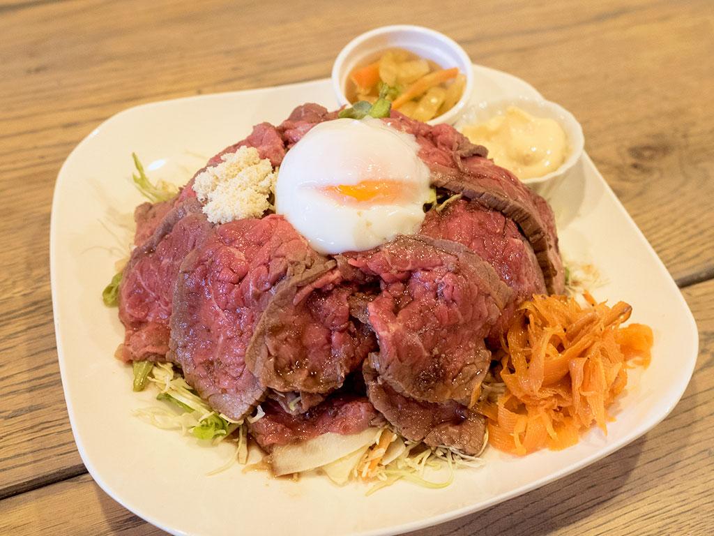 ジューシー肉厚な「ローストビーフ丼」