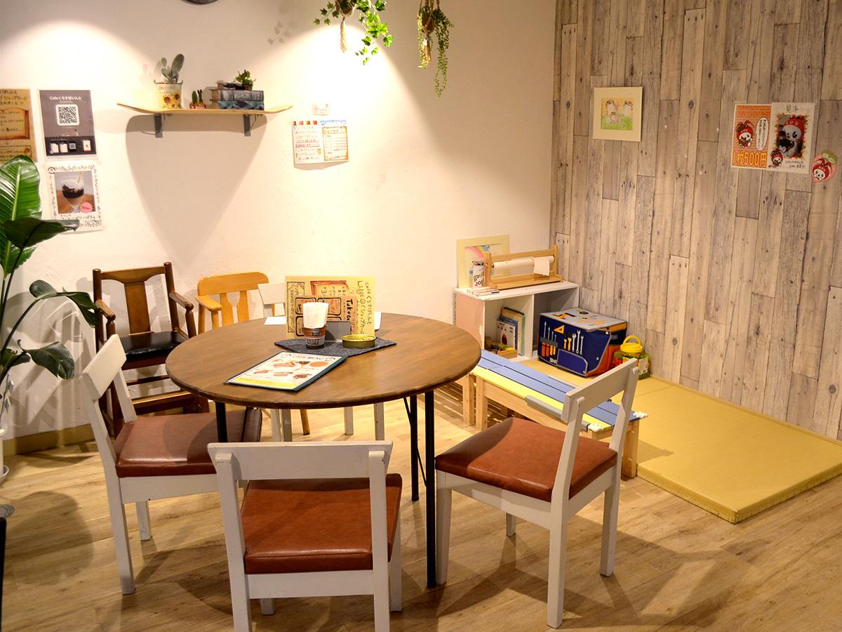 地元の大矢畳店の畳を敷いたキッズスペース