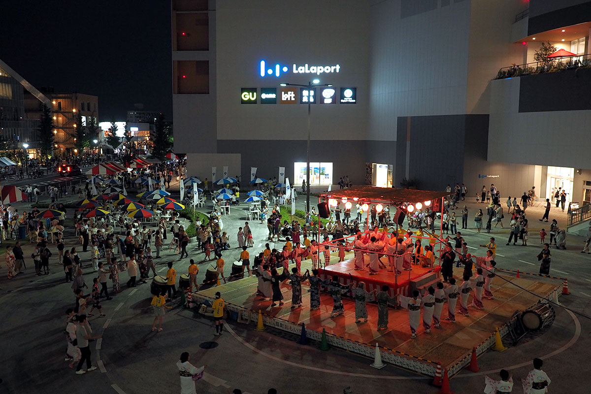ららぽーと海老名に隣接する海老名駅西口中心広場がメイン会場 扇町おもいで祭り