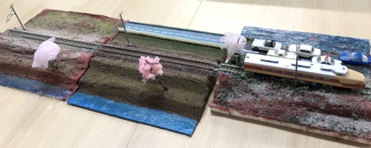杉久保小学校のサマースクールで実施されたジオラマ作成講座で子どもたちが作った作品